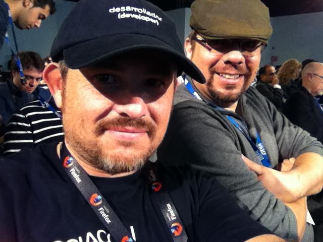 Literalmente con la Gorra de Programador. Y con el gran Pedro M. Santos a mi lado